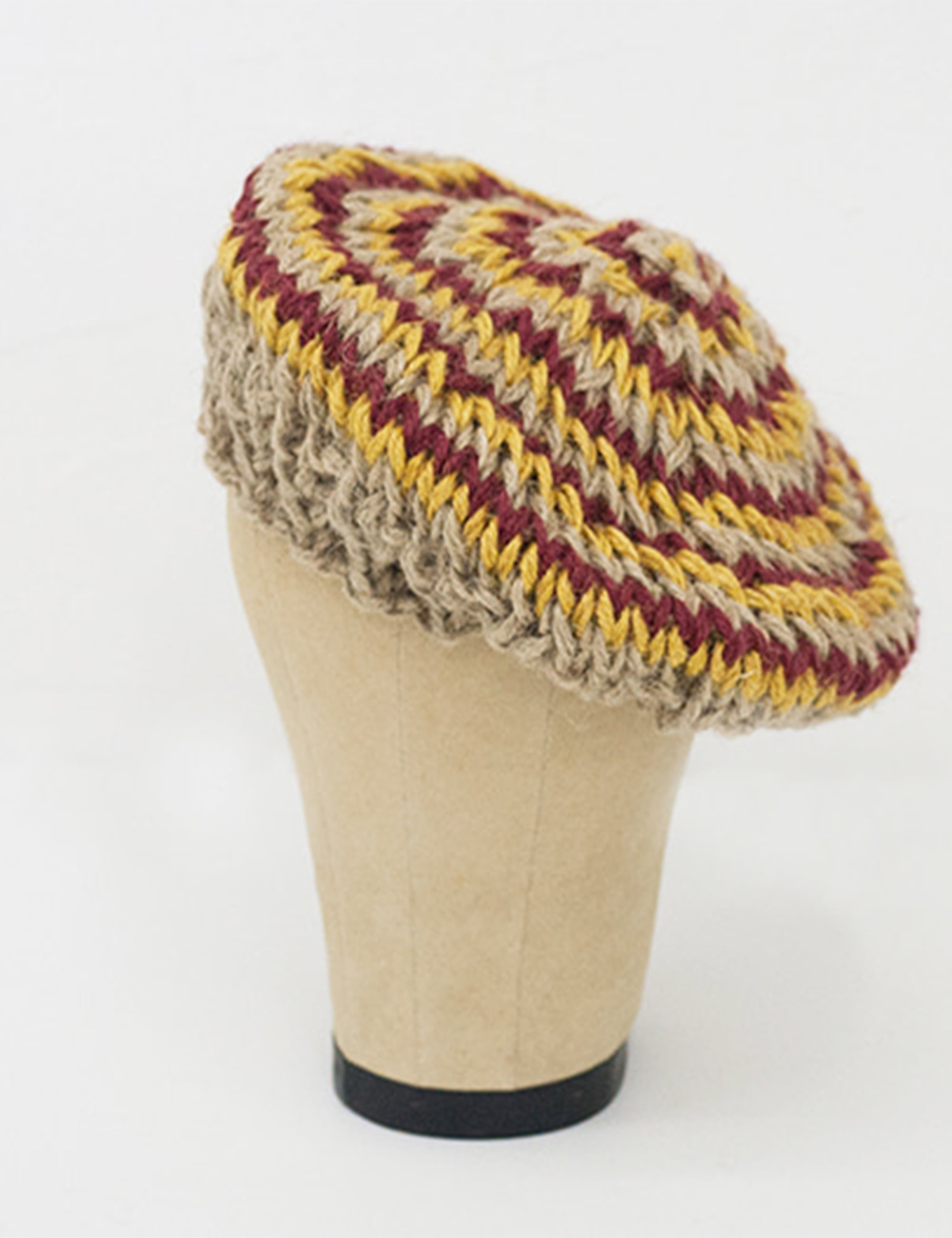 HAND KNITTED JUTE BERET_NATURAL/YELLOW/RED