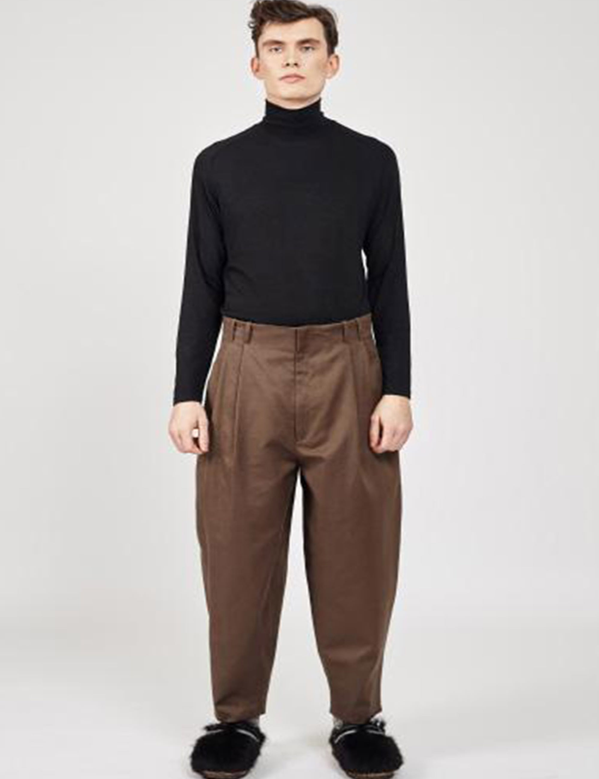 LOOSE CUT TROUSERS WITH DEEP PLEATS; NO WAIST BAND_WINTER WOOD