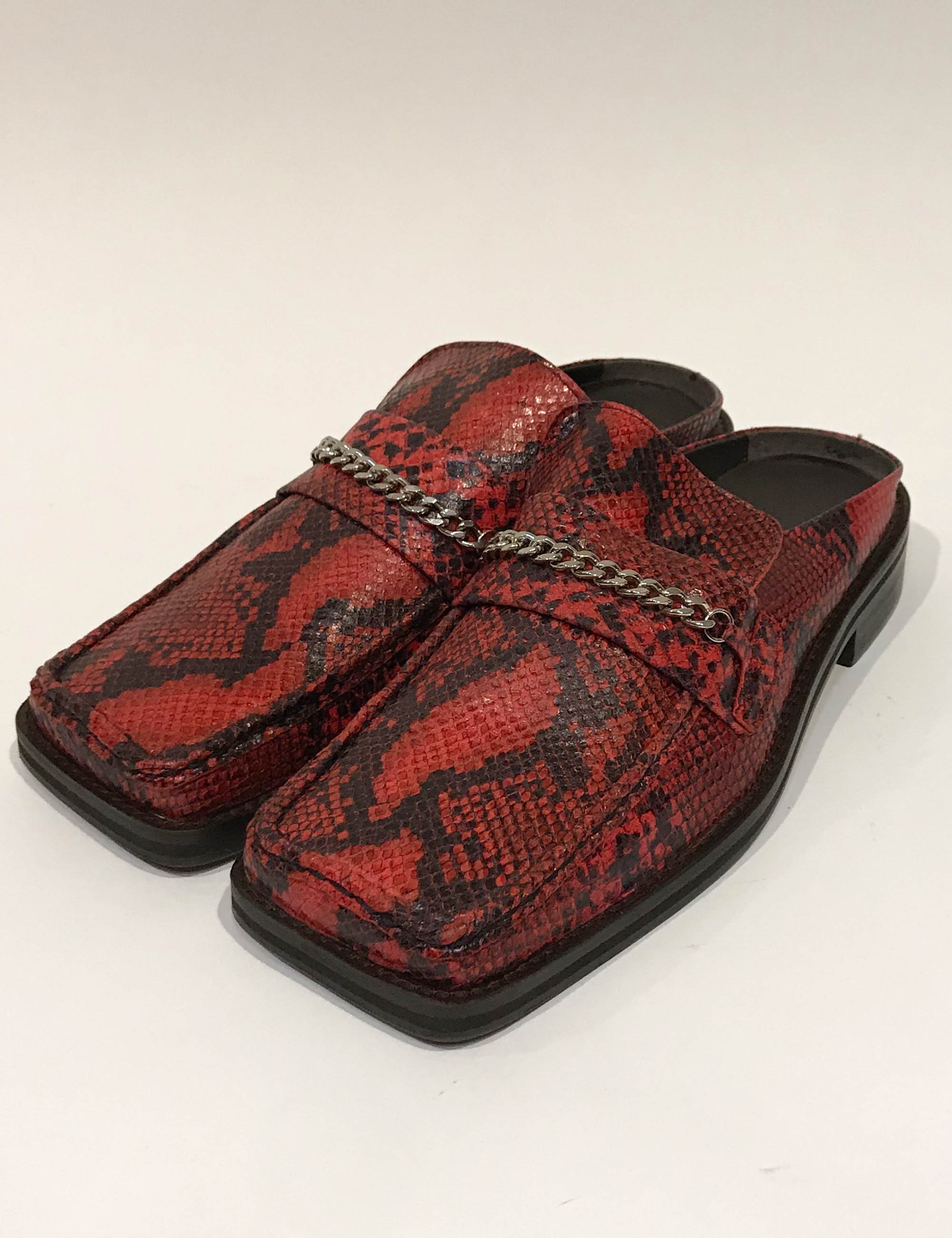 LOAFER MULE_RED EMBOSSED SNAKE